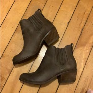 [not rated] Brown Chelsea Heeled Booties